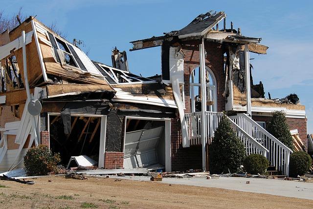 ohořelý dům