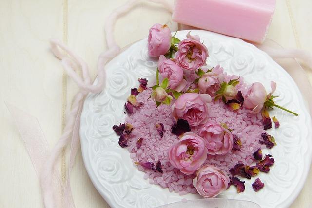 květiny a talíř