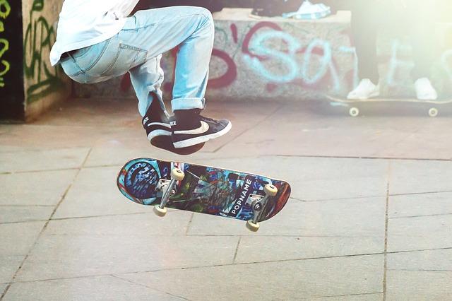 skateboardista na ulici.jpg