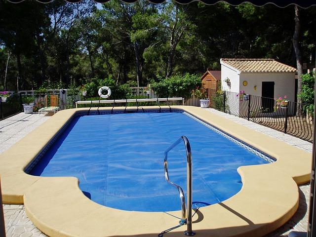 bazén na dvorku